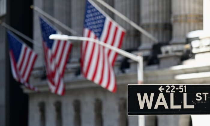 La Bolsa de Valores de Nueva York (NYSE) el 3 de agosto de 2020 en Wall Street en la ciudad de Nueva York. (Angela Weiss/AFP vía Getty Images)