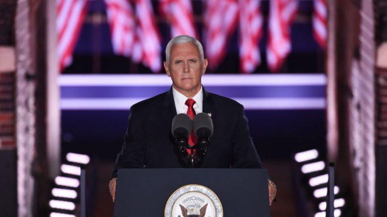 El vicepresidente de Estados Unidos Mike Pence habla durante la tercera noche de la Convención Nacional Republicana en el Monumento Nacional de Fort McHenry en Baltimore, Maryland, el 26 de agosto de 2020. (SAUL LOEB/AFP vía Getty Images)