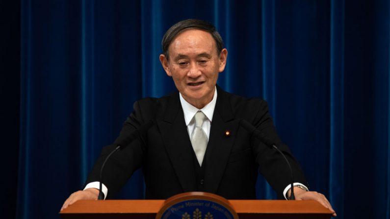Yoshihide Suga habla durante una conferencia de prensa tras su confirmación como primer ministro de Japón el 16 de septiembre de 2020 en Tokio, Japón. (Foto de Carl Court/Getty Images)