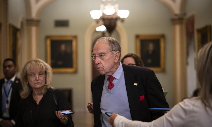 El senador Chuck Grassley (R-Iowa) en el Capitolio el 16 de marzo de 2020. (Drew Angerer/Getty Images)