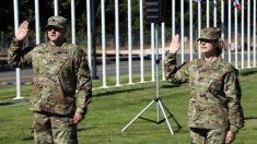 Pareja de esposos de la Guardia Nacional con 3 hijos celebra sus ascensos realizados el mismo día