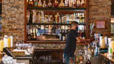 Pequeños negocios de alojamiento y alimentos sufren mayor impacto negativo por COVID-19, dice encuesta