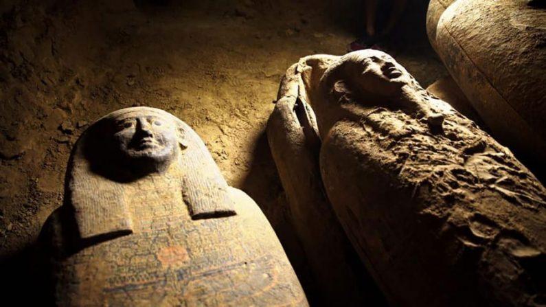 Egipto descubrió una misteriosa colección de ataúdes que se cree que contienen momias humanas en Saqqara, Egipto. (Cortesía del Ministerio de Turismo y Antigüedades vía Wire Service)