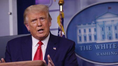 Trump dice que EE.UU. fabricará suficientes dosis de vacunas para todos los estadounidenses en abril