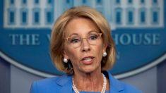 Departamento de Educación advierte sobre retirar fondos a escuelas por política de atletas transgénero