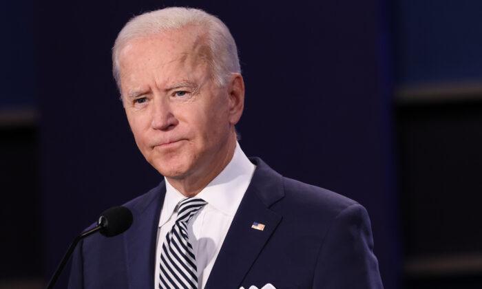 El candidato presidencial demócrata de Estados Unidos, Joe Biden, durante el primer debate presidencial en Cleveland, Ohio, el 29 de septiembre de 2020. (Scott Olson/Getty Images)
