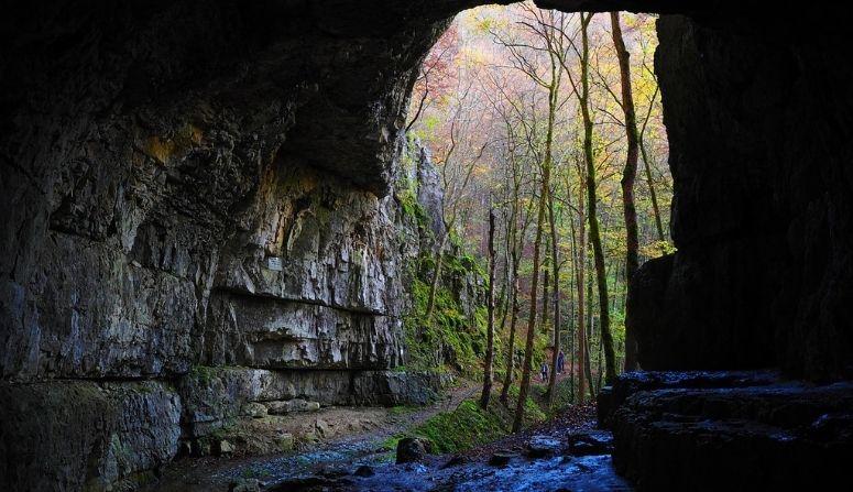 Pasó por una cueva y cuando salió pasaron 12 años: relato antiguo sobre otras dimensiones en la Tierra