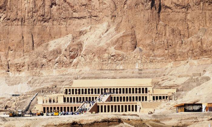 Hatshepsut, la segunda faraona de Egipto, decidió construir un templo funerario en Luxor en lugar de una tumba. (Cortesía de Phil Allen)