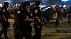 Detienen a 11 personas y 3 policías resultan heridos durante disturbios en Rochester, Nueva York