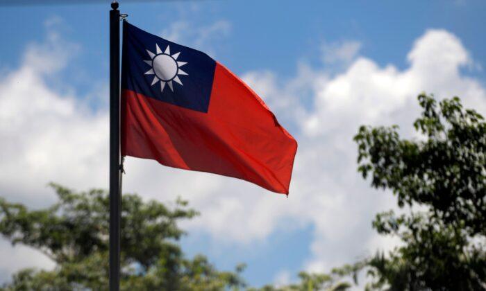 Bandera de Taiwán ondeando en la embajada del país asiático en el Salvador, el 21 de agosto de 2018 (MARVIN RECINOS/AFP a través de Getty Images).