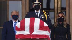 Trump y Melania rinden homenaje a la difunta juez Ginsburg en la Corte Suprema
