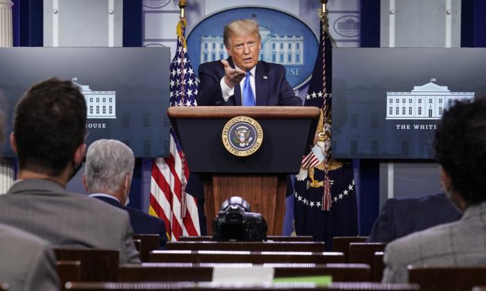 El presidente Donald Trump habla durante una conferencia de prensa en la sala de reuniones de la Casa Blanca en Washington el 23 de septiembre de 2020. (Joshua Roberts/Getty Images)