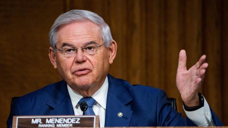 En la imagen un registro del senador demócrata por Nueva Jersey Bob Menéndez. EFE/Jim Lo Scalzo