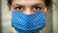 """Fotos de enfermeros exhaustos por ayudar a pacientes de COVID-19 revelan su valor: """"Son increíbles"""""""