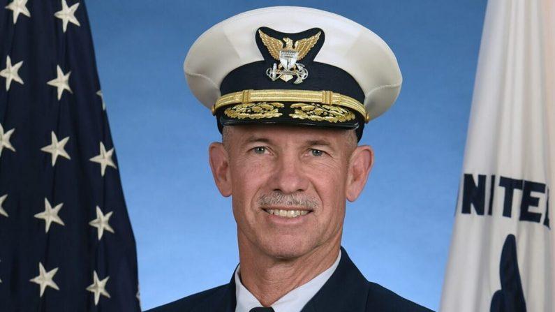 Almirante Charles W. Ray. (Guardia Costera de los Estados Unidos)