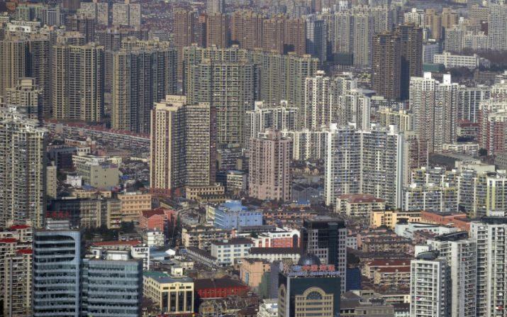 Una vista del distrito financiero de Pudong, en Shanghai, China, desde la Torre Jin Mao, el 17 de enero de 2011. (Peter Parks/AFP/Getty Images)