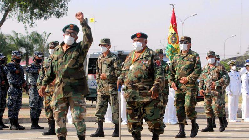 "Un grupo de excombatientes participa en un homenaje a militares que capturaron al ""Che Guevara"", el 9 de octubre de 2020 en Santa Cruz (Bolivia). EFE/Juan Carlos Torrejón"