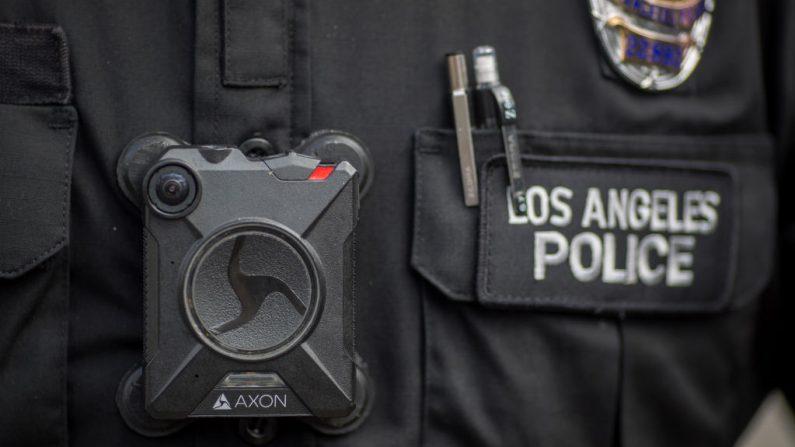 Imagen de un oficial de policía de Los Ángeles, foto tomada el 18 de febrero de 2017 en Los Ángeles, California (EE.UU.). (Foto de David McNew/Getty Images)