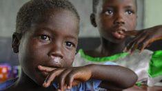 Mujer de 26 años rescata a 14 niños huérfanos africanos del abuso: ahora tienen un hogar