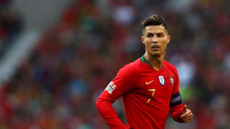Cristiano Ronaldo mira la final de la Liga de Naciones de la UEFA entre Portugal y los Países Bajos en el Estadio do Dragao el 09 de junio de 2019 en Oporto, Portugal. (Foto de Dean Mouhtaropoulos/Getty Images)