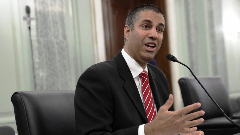 El presidente de la Comisión Federal de Comunicaciones, Ajit Pai, testifica durante una audiencia de supervisión el 24 de junio de 2020 en Washington, D.C. (Alex Wong/POOL/AFP a través de Getty Images)