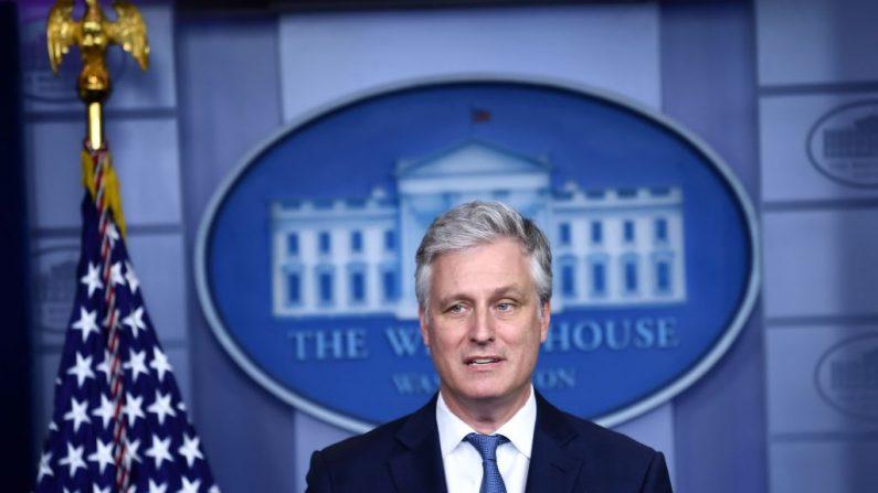 El asesor de Seguridad Nacional Robert O'Brien habla durante una sesión informativa para la prensa en la Sala de Prensa James S. Brady de la Casa Blanca, en Washington, DC, el 13 de agosto de 2020. (Foto de BRENDAN SMIALOWSKI/AFP vía Getty Images)