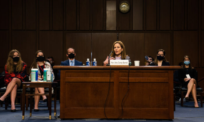 Amy Coney Barrett, nominada a la Corte Suprema durante la audiencia del Comité Judicial del Senado en Washington, el 14 de octubre de 2020. (Demetrius Freeman/Pool/Getty Images)
