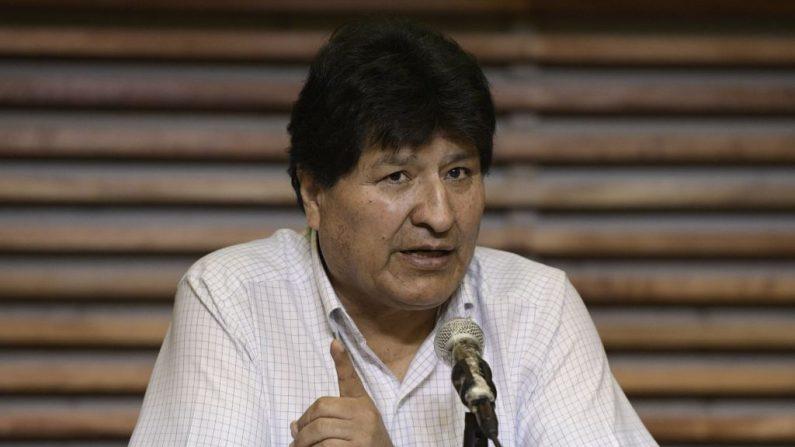 El expresidente boliviano Evo Morales habla durante una conferencia de prensa en Buenos Aires (Argentina), el 22 de octubre de 2020. (Foto de JUAN MABROMATA/AFP vía Getty Images)