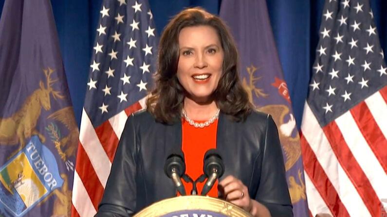 La gobernadora de Michigan, Gretchen Whitmer, se dirige a la Convención Nacional Demócrata de 2020 en modo virtual, el 17 de agosto de 2020. Captura de pantalla de la transmisión en vivo. (Handout/DNCC a través de Getty Images)