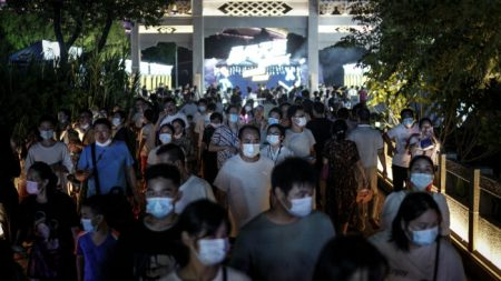 El régimen chino esboza los escenarios de un brote de COVID-19 en el sur de China para este invierno