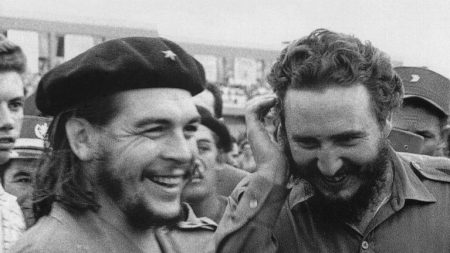Colocan nuevamente monumento al Che Guevara y Fidel Castro en la capital de México