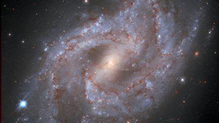 Hubble observa cómo una estrella en explosión se desvanece