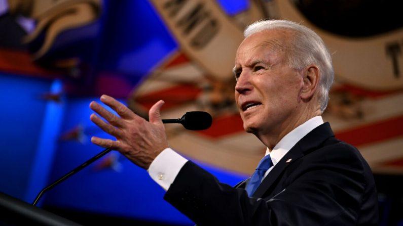 El candidato presidencial demócrata y exvicepresidente de Estados Unidos, Joe Biden, habla durante el debate presidencial final en la Universidad de Belmont en Nashville, Tennessee, el 22 de octubre de 2020. (Jim Watson/AFP/Getty Images)