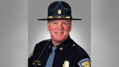 Veterano de policía estatal de Indiana se jubila luego de 34 años de servicio, dice que no lo cambiaría