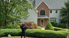 Hombre que vivía en la calle hace 4 años da un giro a su vida con determinación y compra su casa