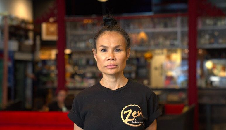 La dueña Rachel McAuley en el Zen Thai Cafe en el centro de Phoenix el 16 de octubre de 2020. (The Epoch Times)