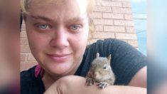 Pareja sin hogar salva a una ardilla bebé de la carretera y comparten su comida para mantenerla viva