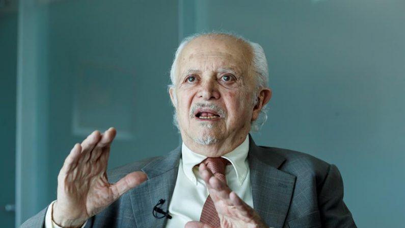 El premio Nobel de Química (1995), Mario Molina, habla en entrevista con Efe. EFE/ José Méndez/Archivo