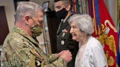 Valiente exenfermera del ejército cumple 100 años y comparte recuerdos de la Segunda Guerra Mundial