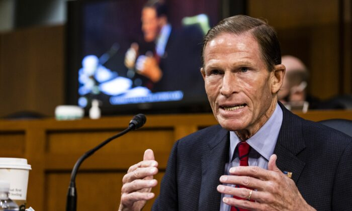 El senador Richard Blumenthal (D-Conn.) habla durante un Comité Judicial del Senado en Washington el 15 de octubre de 2020. (Samuel Corum/Getty Images)