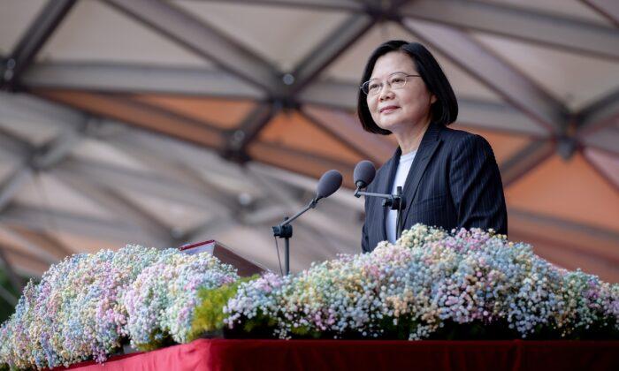 La presidenta de Taiwán, Tsai Ing-wen, habla durante el Día Nacional frente a la Oficina Presidencial en Taipei el 10 de octubre de 2020. (Oficina Presidencial de Taiwán).