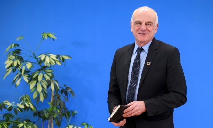 El candidato al puesto de director general de la Organización Mundial de la Salud David Nabarro da una conferencia de prensa en Ginebra el 26 de enero de 2017. (Fabrice Coffrini/AFP vía Getty Images)