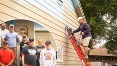 Hombre con cáncer terminal cumple el deseo de pintar su casa para su esposa, gracias a la comunidad