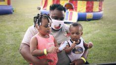 """Padre de Detroit inicia el movimiento """"El padre primero"""" para motivar a los hombres a asumir la paternidad"""