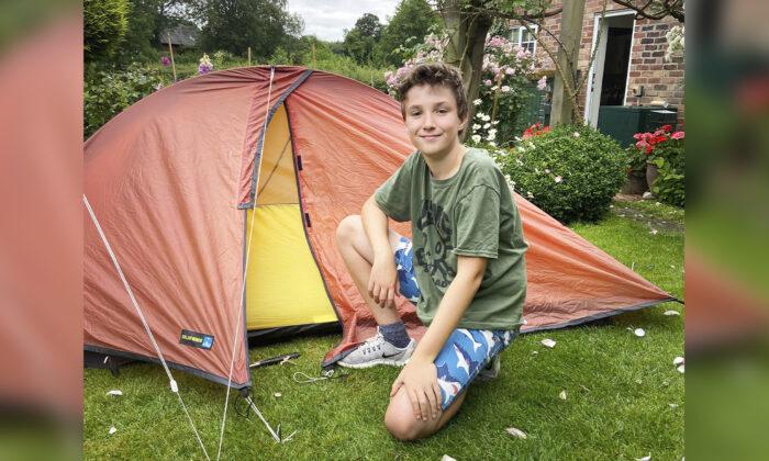 Niño de 10 años duerme en camping más de 200 días para recaudar USD 111.000 para un hospicio local