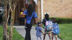 """Gobernador de Florida: Las personas que piden cierre de las escuelas son """"los tierraplanistas"""" de hoy"""