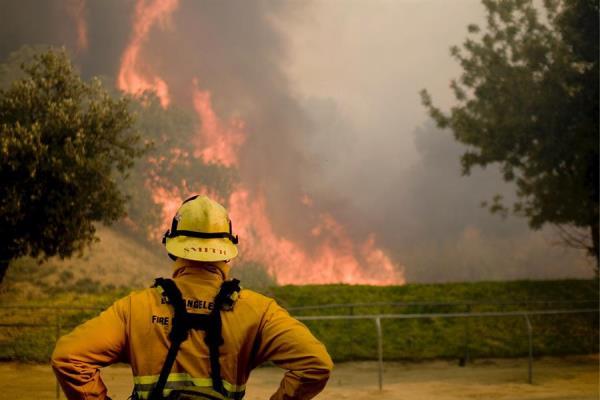 Según las autoridades, el fuego ya consumió más de 66.000 hectáreas, superando al incendio Pine Gulch (ocurrido este año en el oeste de Colorado, con casi 57.000 hectáreas quemadas) y al incendio Hayman de 2002, con 55.000 hectáreas afectadas. EFE/Michal Czerwonka/Archivo