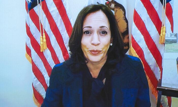La senadora Kamala Harris (D-Calif.) habla por videoconferencia durante la audiencia de confirmación del Comité Judicial del Senado para la Corte Suprema de Justicia en el Capitolio de Washington el 12 de octubre de 2020. (Stefani Reynolds - Pool/Getty Images)