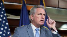 Líder republicano de la Cámara piensa la posibilidad de remover a Nancy Pelosi
