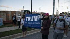 Grupos a favor y en contra de Trump se reúnen fuera de Walter Reed donde es tratado el presidente